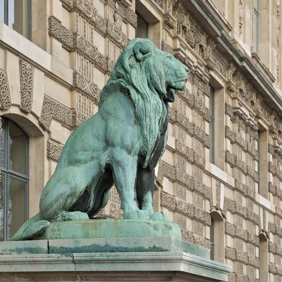 Скульптура льва из бронзы